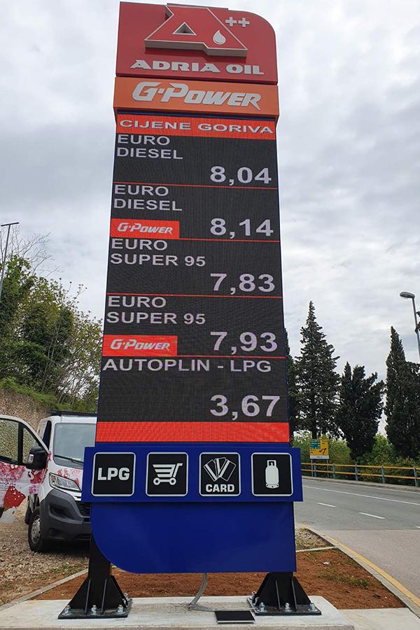 Adria Oil digitalni totem Opatija