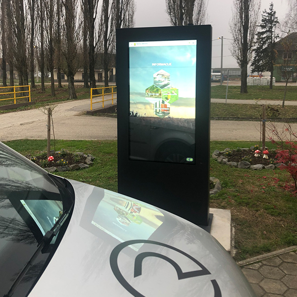 Lcd touchscreen totem
